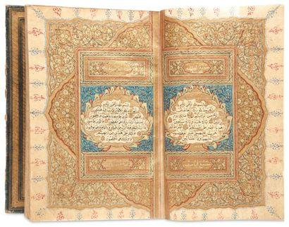 Coran signé, situé et daté. Manuscrit sur papier de 157 feuillets en écriture naskhî...
