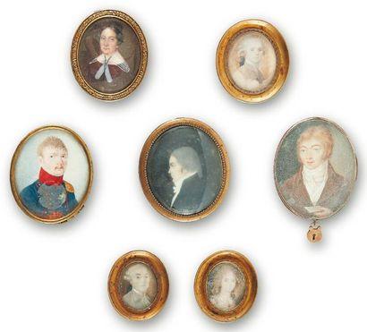 Lot de sept miniatures ovales sur ivoire...
