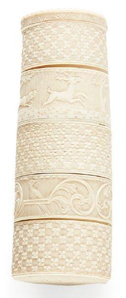 Tabatière en ivoire à cinq compartiments...