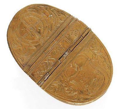 Tabatière ovale en cuivre gravé à double...