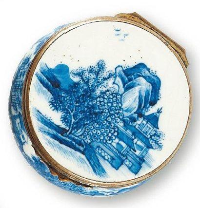 Tabatière ronde en porcelaine de Chine à...