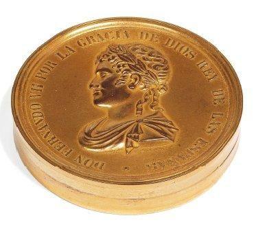 Etui en métal doré contenant le texte de...