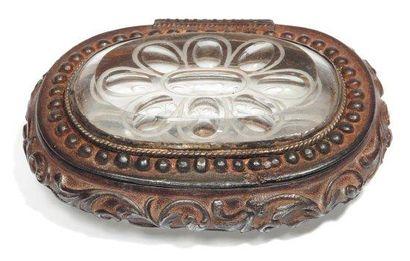 Tabatière de forme ovale en fonte de fer...