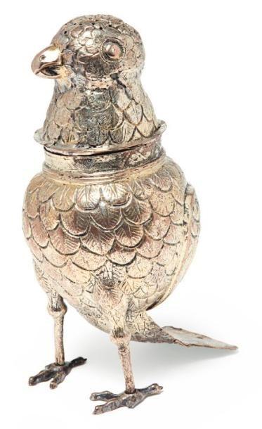 Boite saupoudreuse en forme d'oiseau en vermeil...