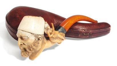Pipe, en écume, ivoire et ambre, monture...