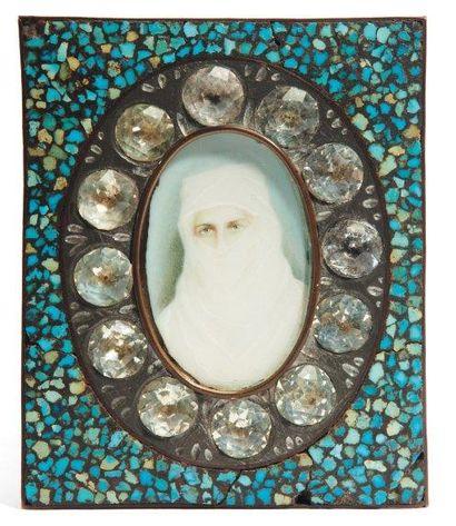Portrait de femme voilée, peint sur carton,...