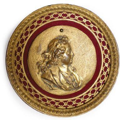 PORTRAIT DE LOUIS XV ENFANT. Médaillon en...