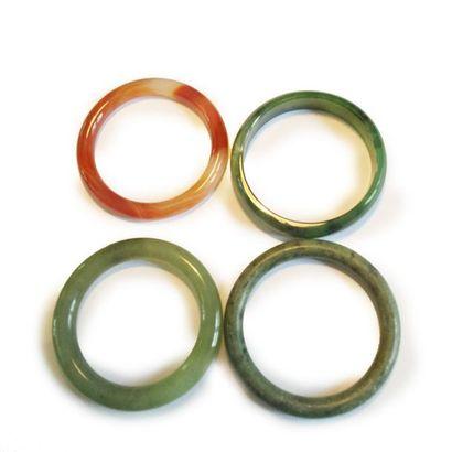 Lot de quatre bracelets jonc dont trois en...