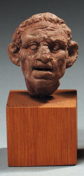 Tête de statuette représentant un homme aux...