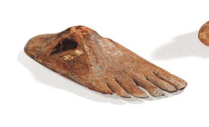 Cachet en forme de pied droit, le plat gravé....