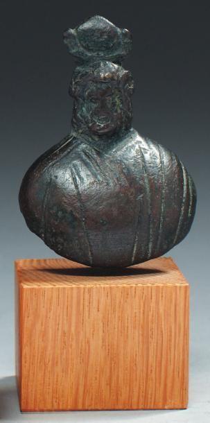 Poids en forme du buste de Zeus Ammon drapé,...