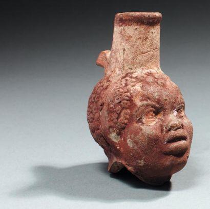 Vase plastique dont le corps reproduit la...