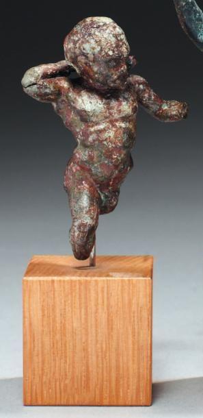 Statuette représentant un pygmée nu, dansant....