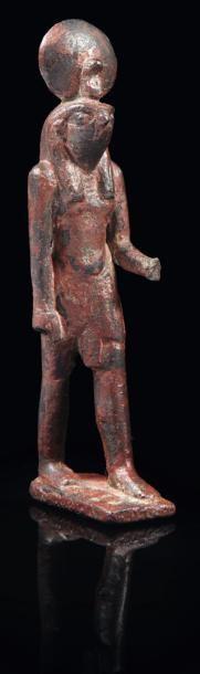 Statuette votive représentant le dieu Horus....