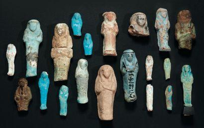 Lot composé de vingt shaouabti et oushebti, certains inscrits. (20 objets). Terre...