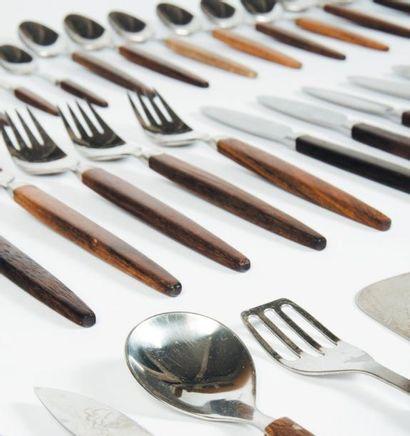 Partie de ménagère Palissandre et métal argenté....