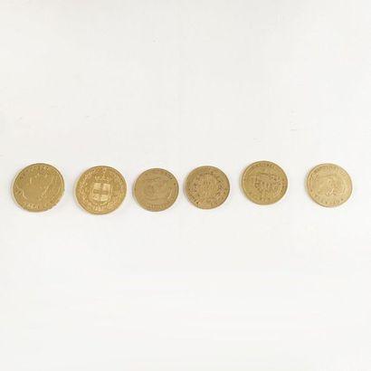 Lot de six pièces en d'or comprenant:  Une...