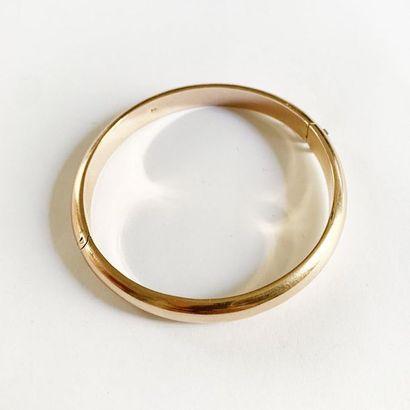 Bracelet jonc-ouvrant en or rose 9K (375)....
