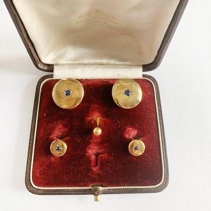 Ensemble de cinq boutons d'habit en or jaune...