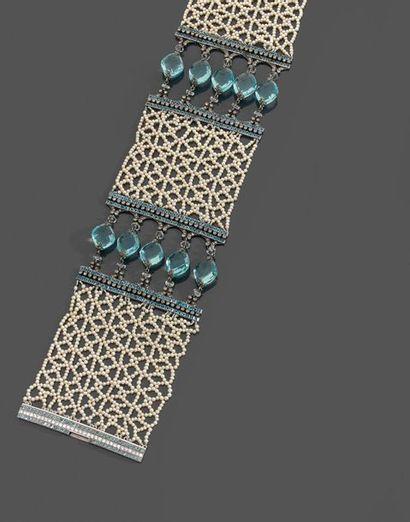 COLLIER DE CHIEN en perles de semence tissées,...