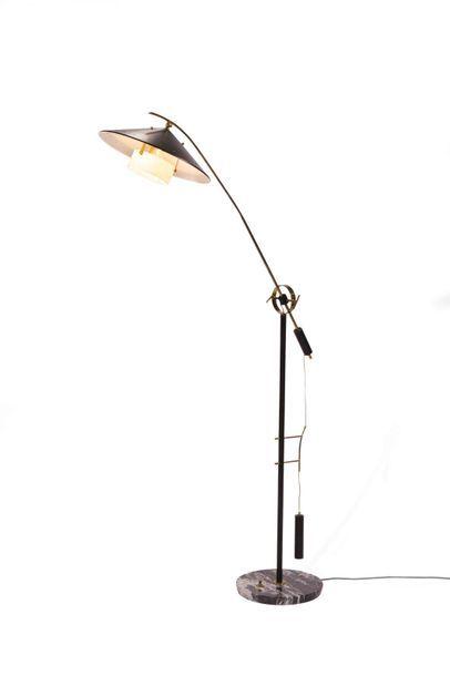 ANGELO BROTTO (1914-1998) Lampadaire ajustable à contrepoids Marbre, métal laqué...