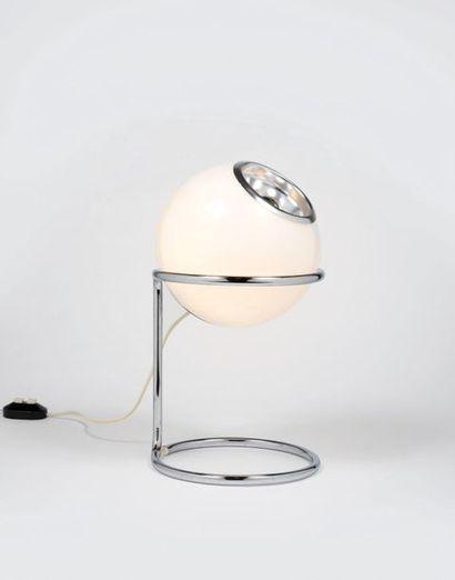 TRAVAIL ITALIEN (XXe siècle) Lamp Chromed metal, aluminum and opaline glass Circa...