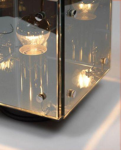 GRUPPO A.R.D.I.T.I (XXE SIÈCLE) Lampe modèle «Prismar» Verre teinté, métal laqué...