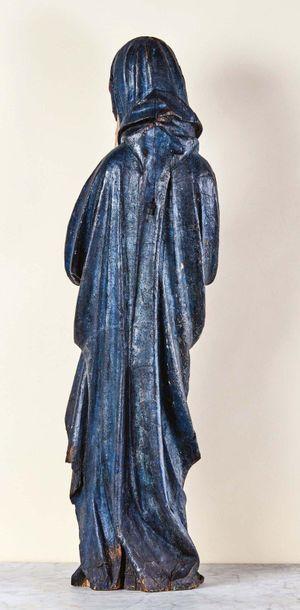 Vierge de Calvaire en bois sculpté en ronde-bosse et polychromé. Debout, de canon...