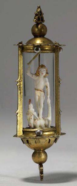 Pendentif reliquaire en forme de lanterne avec monture en argent ciselé, gravé et...