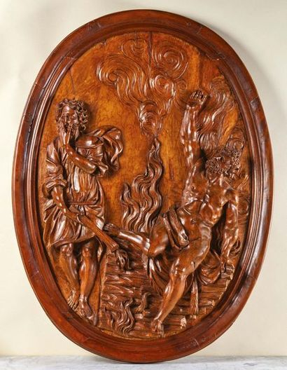 Grand médaillon en bois fruitier sculpté...