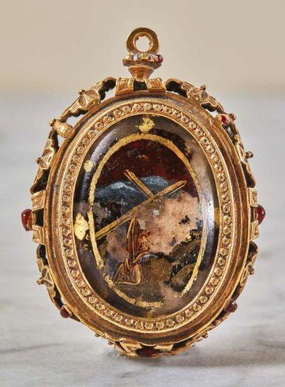 Reliquaire pendentif de forme ovale orné...