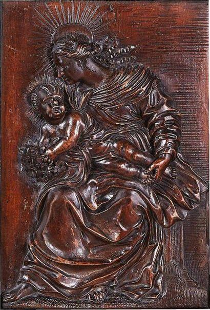 Vierge à l'Enfant en bois fruitier sculpté...