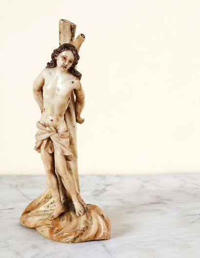 Saint Sébastien en albâtre sculpté en ronde-bosse...