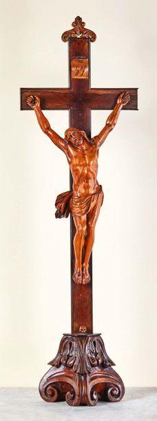 Grand crucifix avec Christ en buis sculpté...