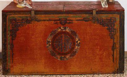 CASSONE in legno dipinto apribile nella parte superiore Probabilmente Mongolia,...