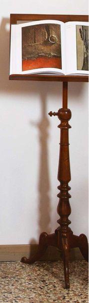 Leggio in legno e metallo. Inizi del XX secolo Pupitre en bois et metal. Début du...