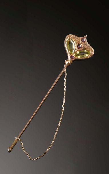 Spilla fermacravatta in oro e pietre preziose Broche de cravate en or et pierres...