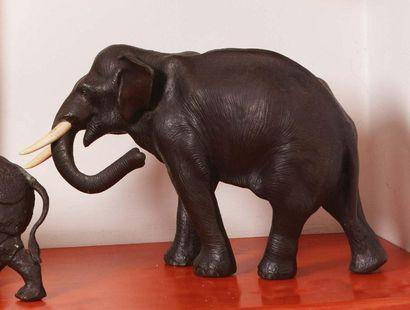 Arte orientale del XX secolo Un elefante Bronzo (presenta un punzone) Un éléphant...