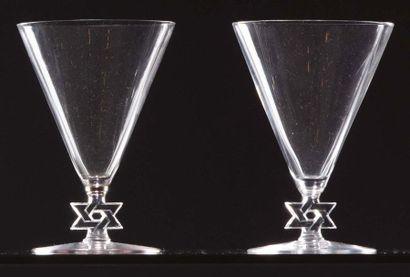 LALIQUE Due bicchieri in vetro soffiato trasparente con decoro alla base della stella...