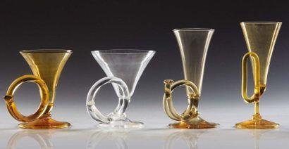 Piero Fornasetti (1913-1988) Serie di quattro bicchieri «Corno da caccia» in vetro...