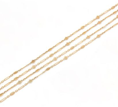 SAUTOIR en or jaune 18K (750) formé d'une...
