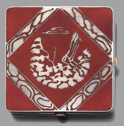 POUDRIER carré en vermeil à décor japonisant...