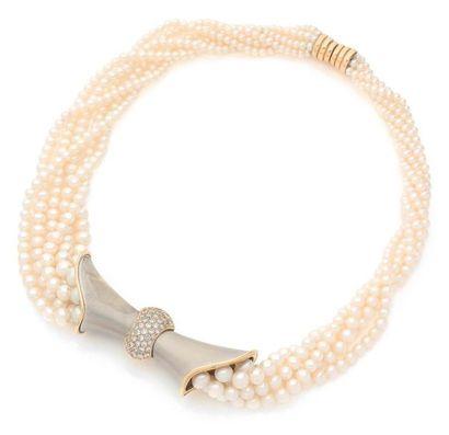 COLLIER MULTIRANG de perles de culture pincé...