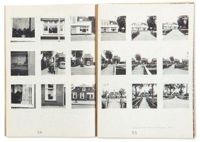 LE CATALOGUE Sonsbeek 71. Sonsbeek buiten de perken. Arnhem: Park Sonsbeek, 1971....