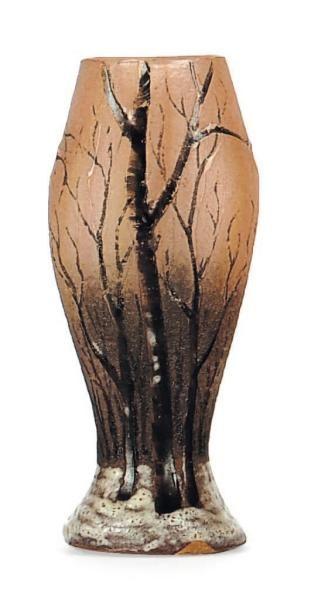 DAUM Petit vase En verre, à décor de forêt. Signé. H_6 cm