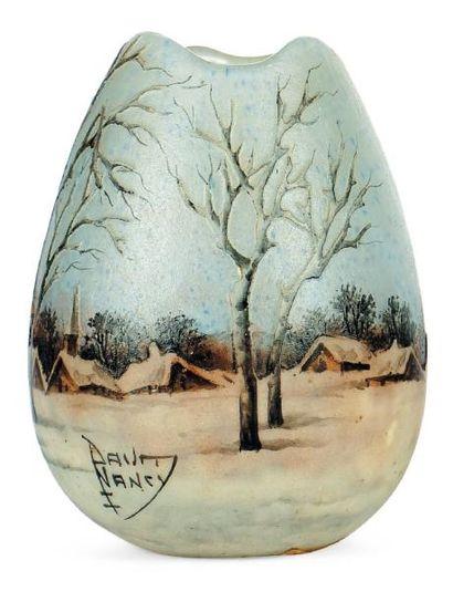 DAUM Petit vase En verre. Signé. H_8 cm