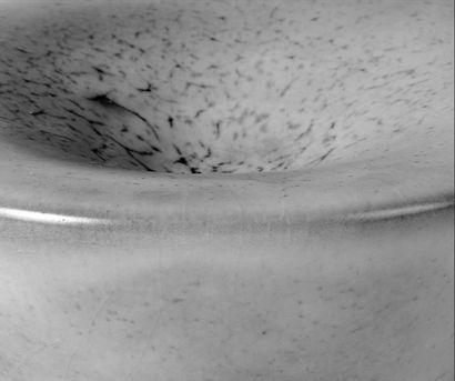 JEAN GIREL Coupe en céramique émaillée. Signée. Vers 2000. H_14,5 cm D_15 cm