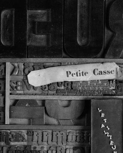 LE TAILLEUR En hommage, 1989 Boîte réalisée avec des caractères d'imprimerie. La...