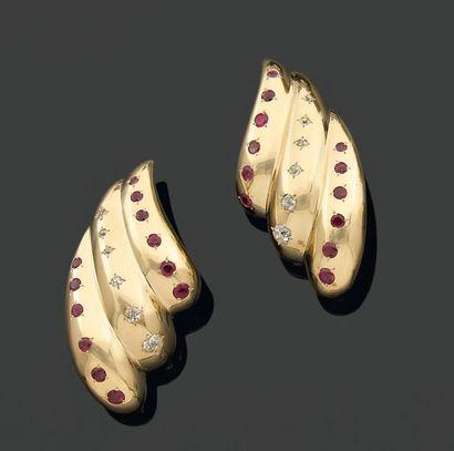 PAIRE de CLIPS d'oreilles coquillages en...