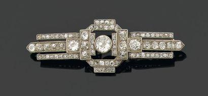 BARRETTE ornée au centre d'un diamant brillanté...